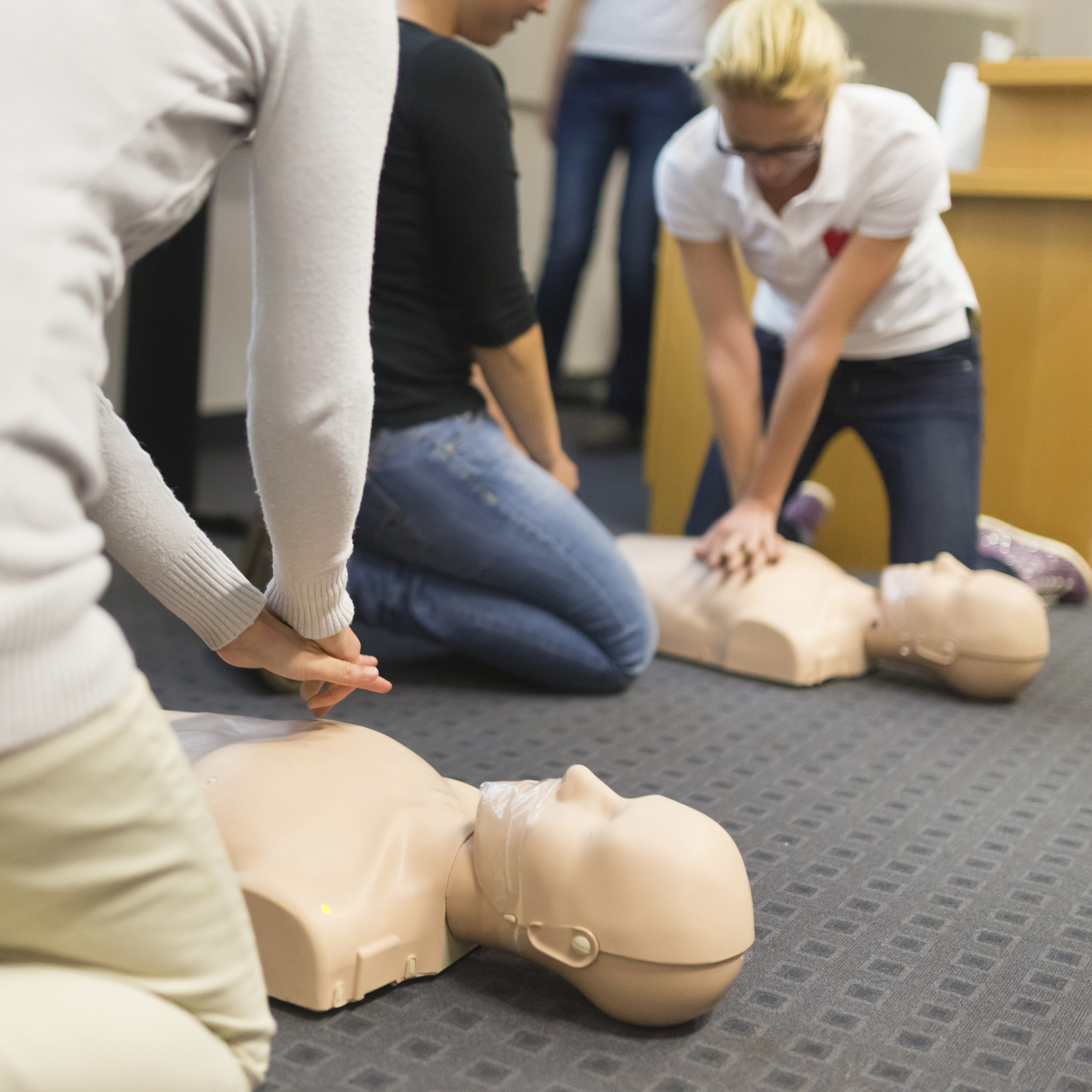 emergency first aid at work training appointed person training st johns ambulance training
